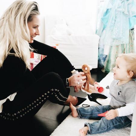 Nikkie Plessen met haar baby