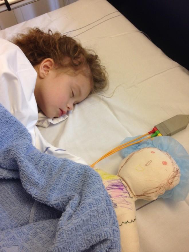 ziekenhuisavontuur lotte jeugdreuma beenmergpunctie