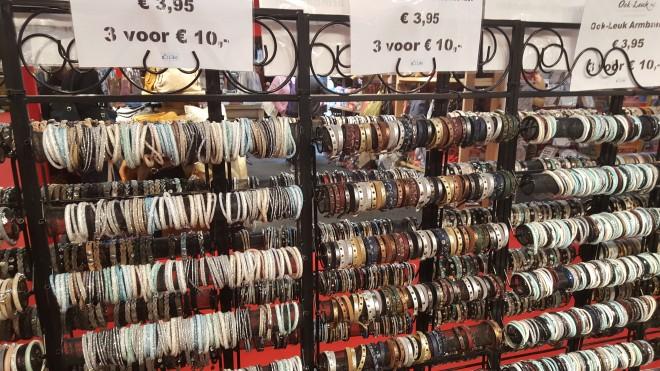 Armbanden op de huishoudbeurs