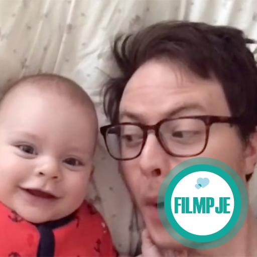 Wat deze vader met zijn baby doet is echt hilarisch!