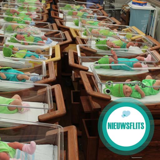 Pasgeboren baby's worden als kikkers aangekleed