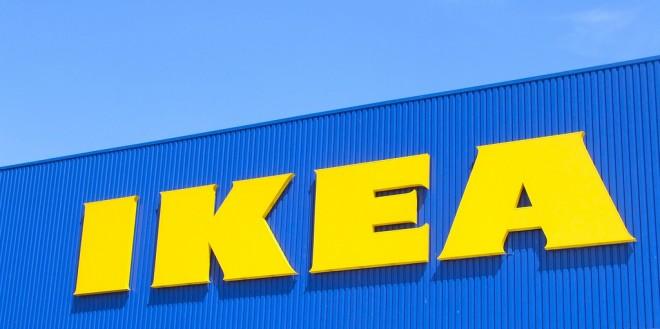 Baby uit auto bevrijd Ikea