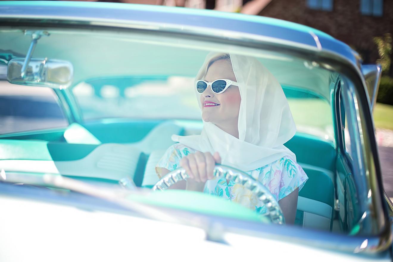 Vrouw achter het stuur