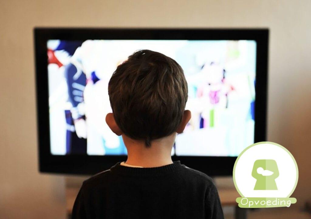 Een televisie kijkend kind is zóveel makkelijker