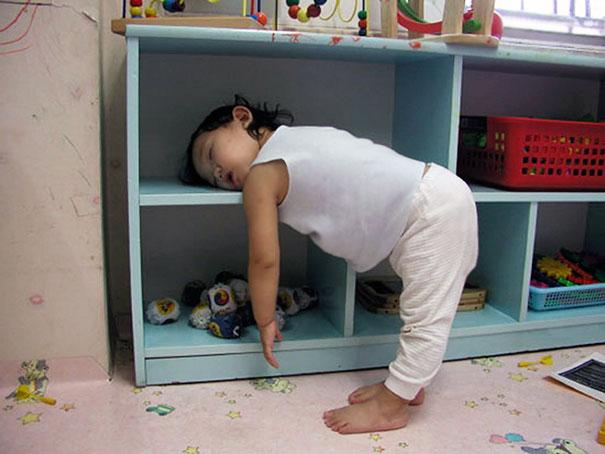 slapen-met-je-hoofd-in-een-kast