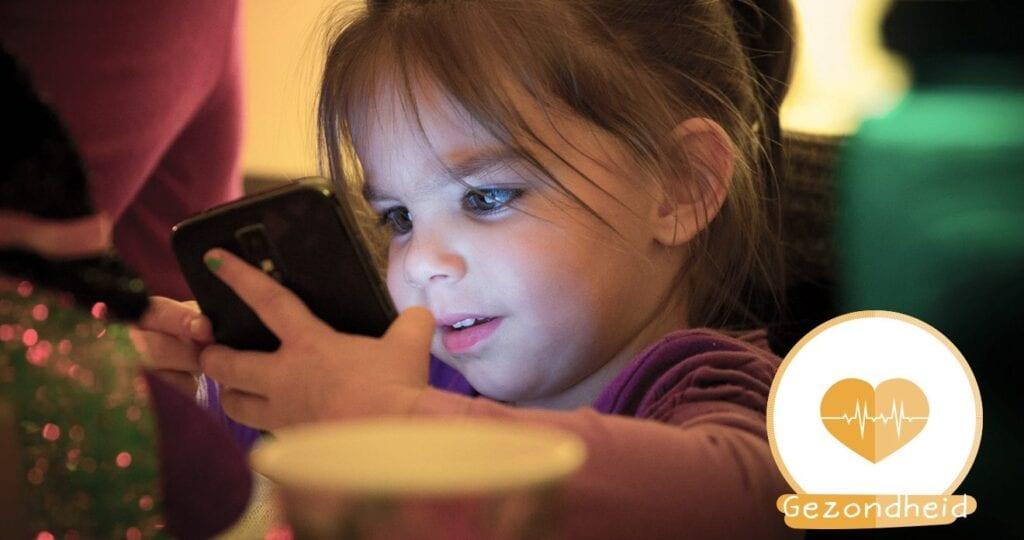 Zijn smartphones en tablets gevaarlijk voor kinderen?