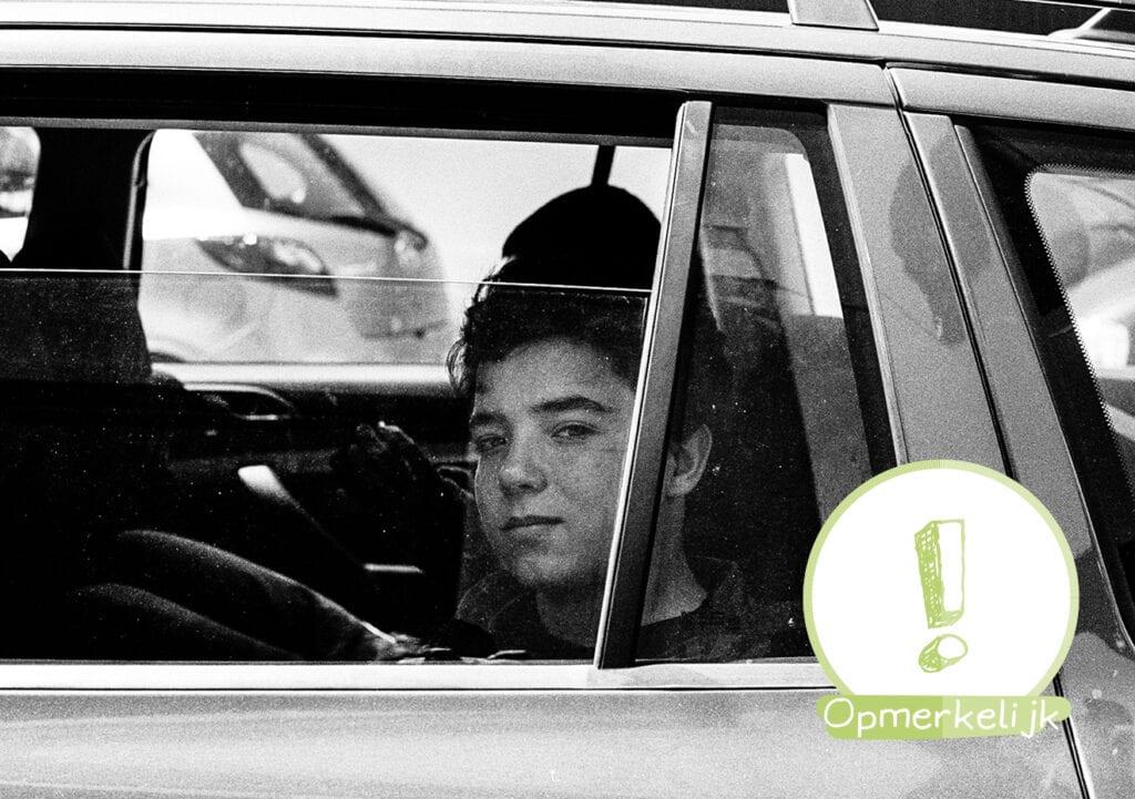 Jongetje(8) had zin in cheeseburger en pakte de auto