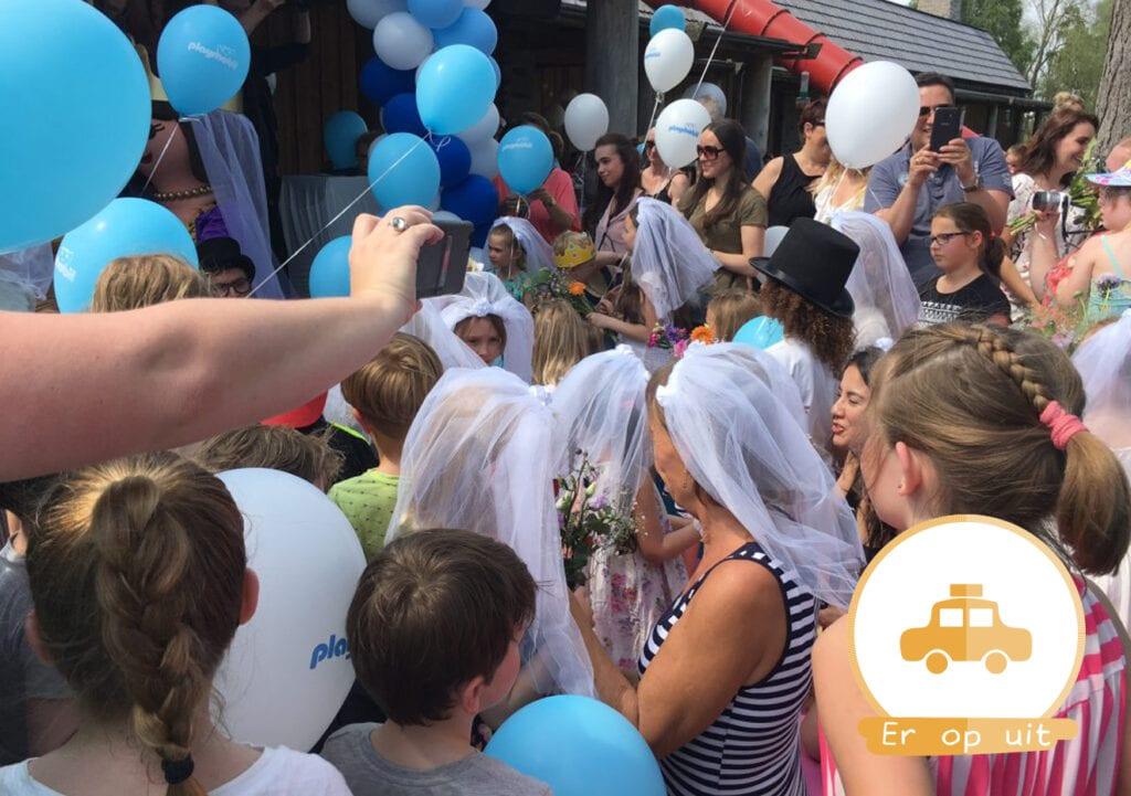 25 kinderen zeggen JA! op hun eigen royale bruiloft