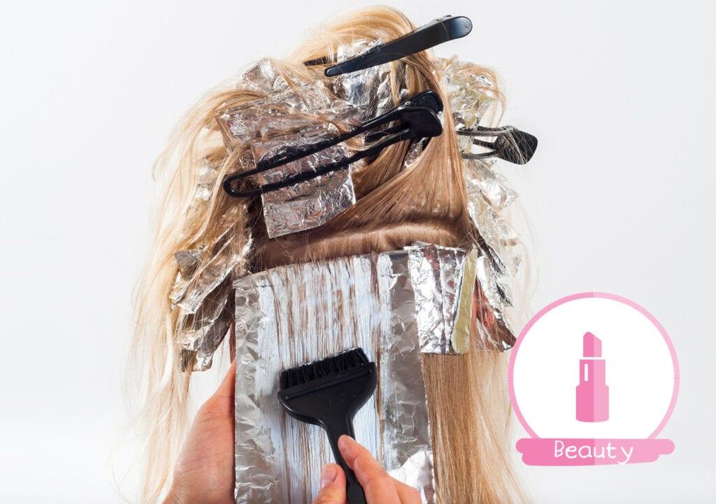 Moeder verft het haar van haar peuter roze en krijgt lading kritiek