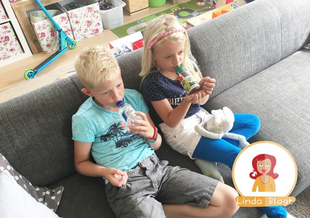 Hoe zorg ik ervoor dat mijn kinderen voldoende drinken?