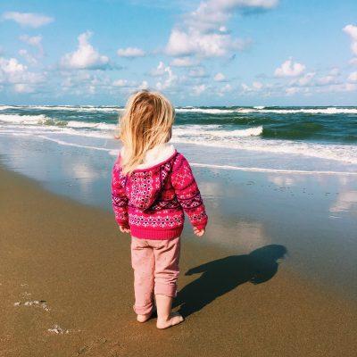 Isaya op het strand
