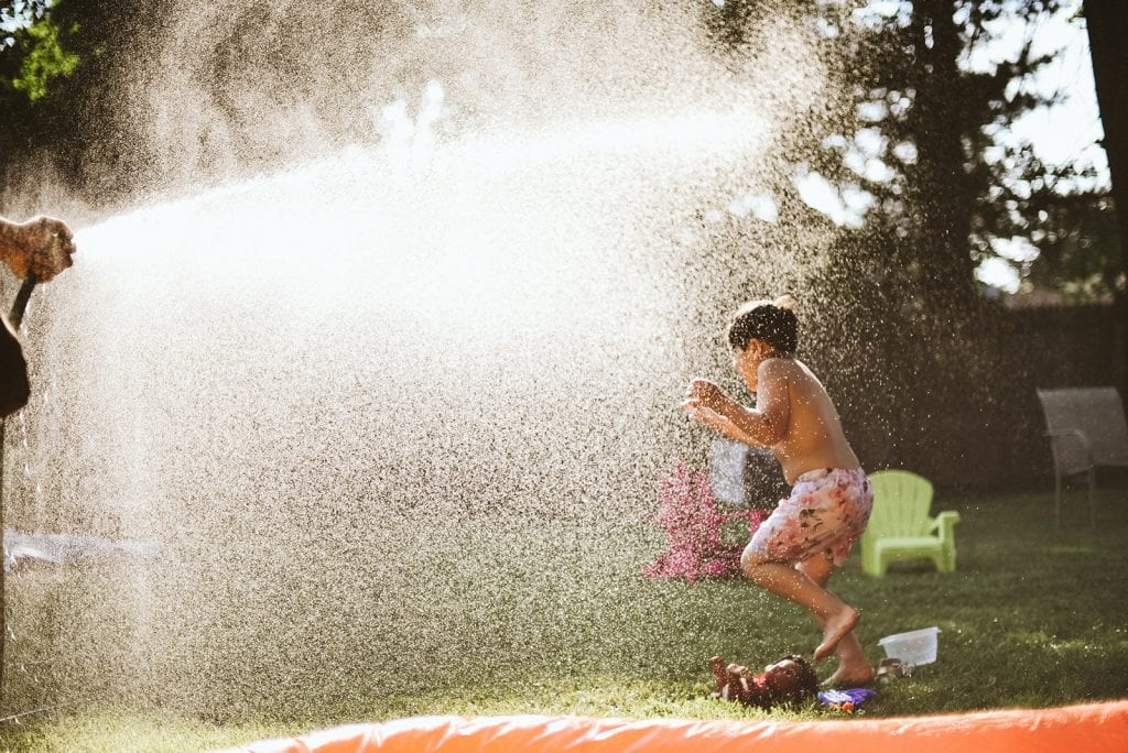 8 tips om je kinderen koel te houden tijdens warme dagen