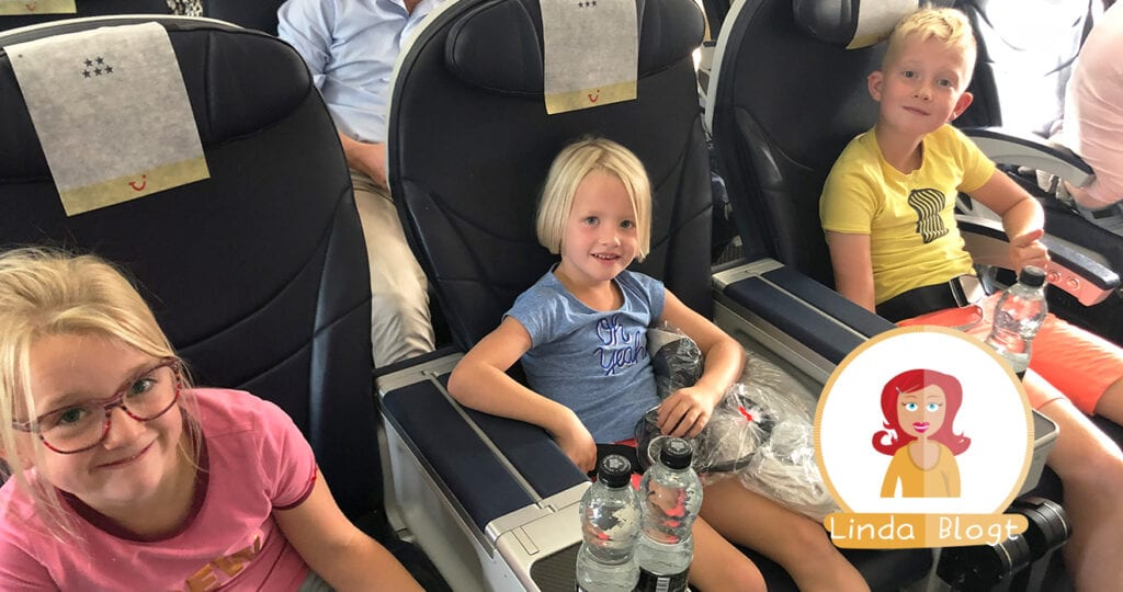 8 tips om een lange vlucht met kinderen te overleven
