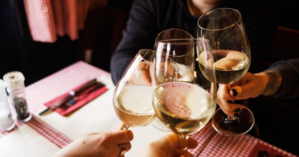 Goed nieuws: door witte wijn val je af!