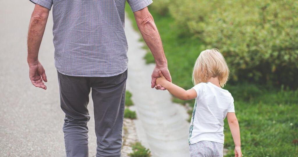 Grootouders die op kleinkinderen passen leven langer