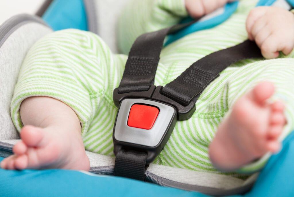 Moeder haalt pasgeboren baby bewusteloos uit autostoeltje