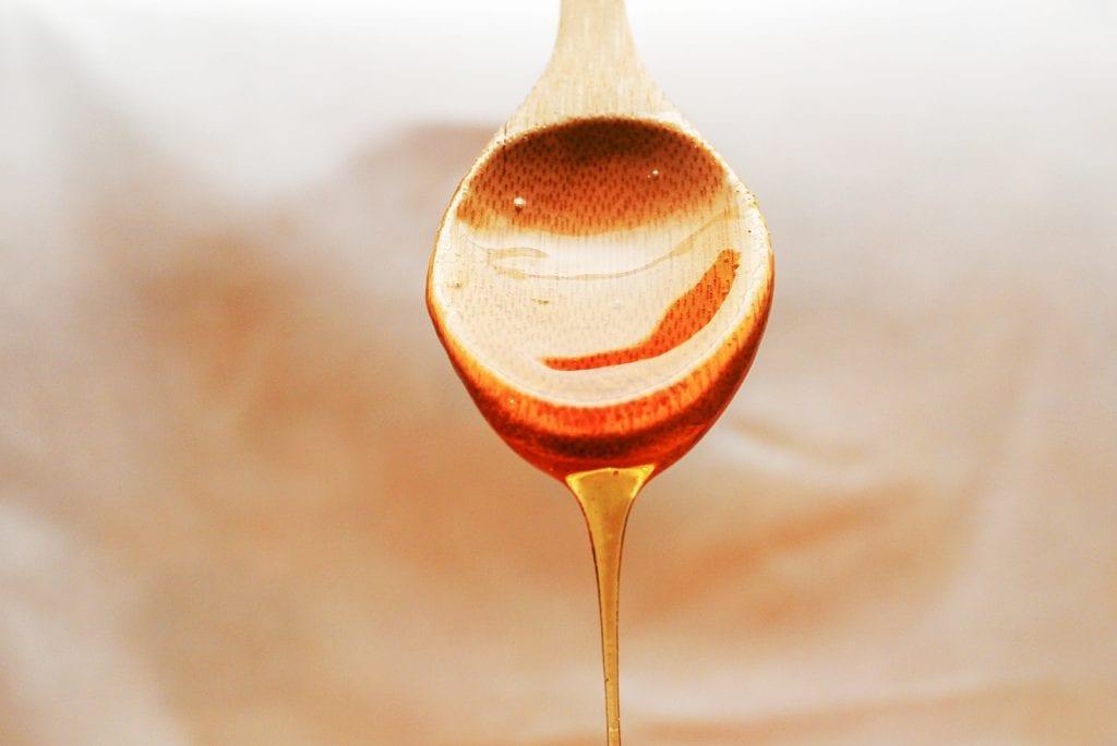 De reden waarom honing gevaarlijk is voor baby's