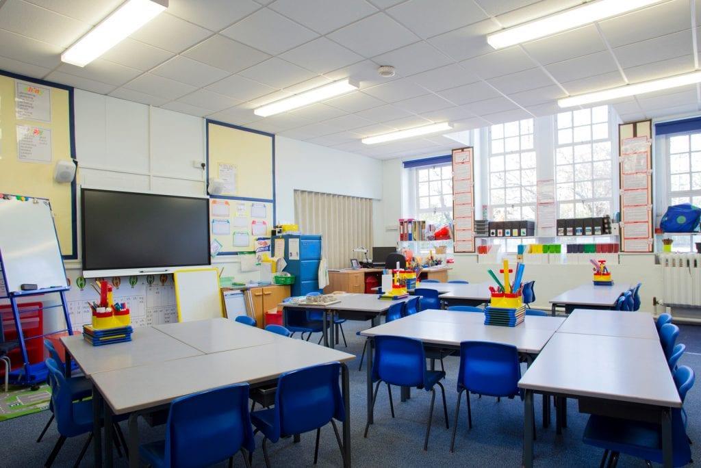 Kabinet overlegt over sluiting van scholen