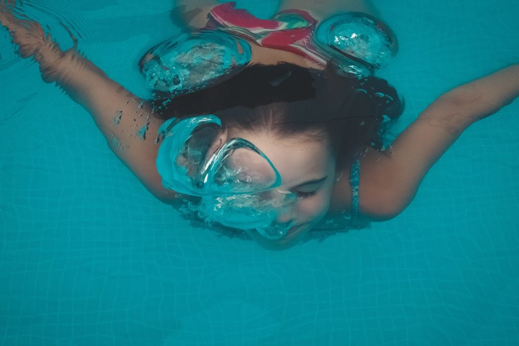Coronavirus: weer zwemmen met extra chloor in zwembadwater