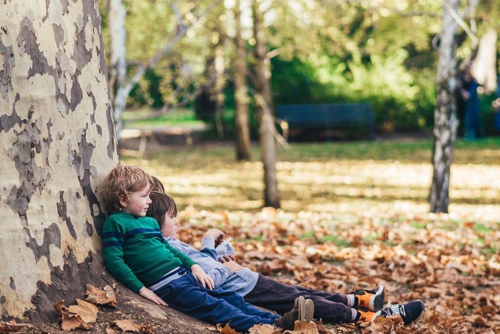 Met welke leeftijd kan een kind alleen buiten spelen?