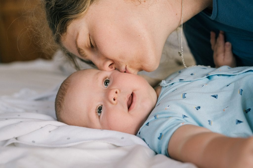 Hoeveel bijstand krijgt een alleenstaande moeder?