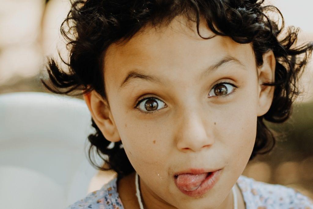 Onderzoek bevestigd: jongste kind is grappigst