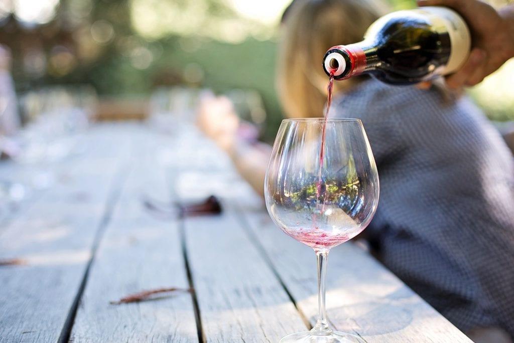 Steeds meer moeders met een alcoholverslaving en het effect van de coronacrisis
