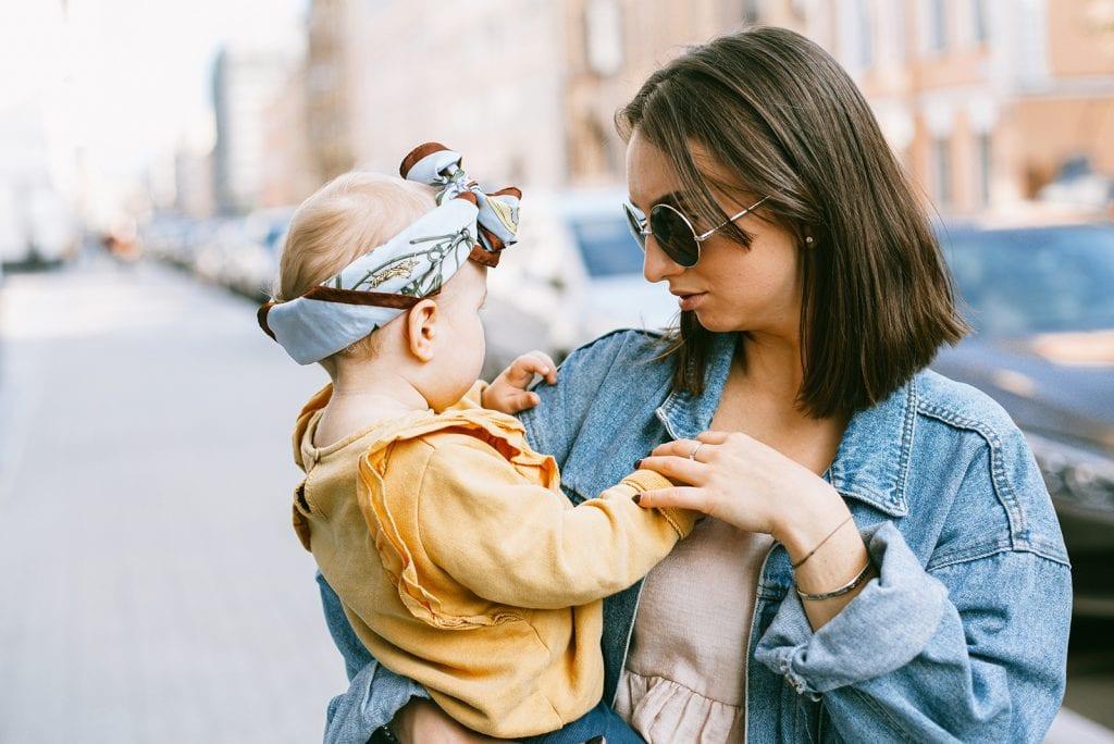 Zo kleed jij jezelf stijlvol als moeder zijnde anno 2020