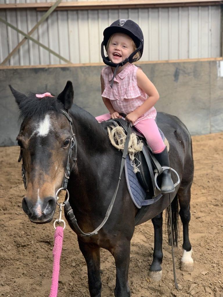 Kind paardrijden