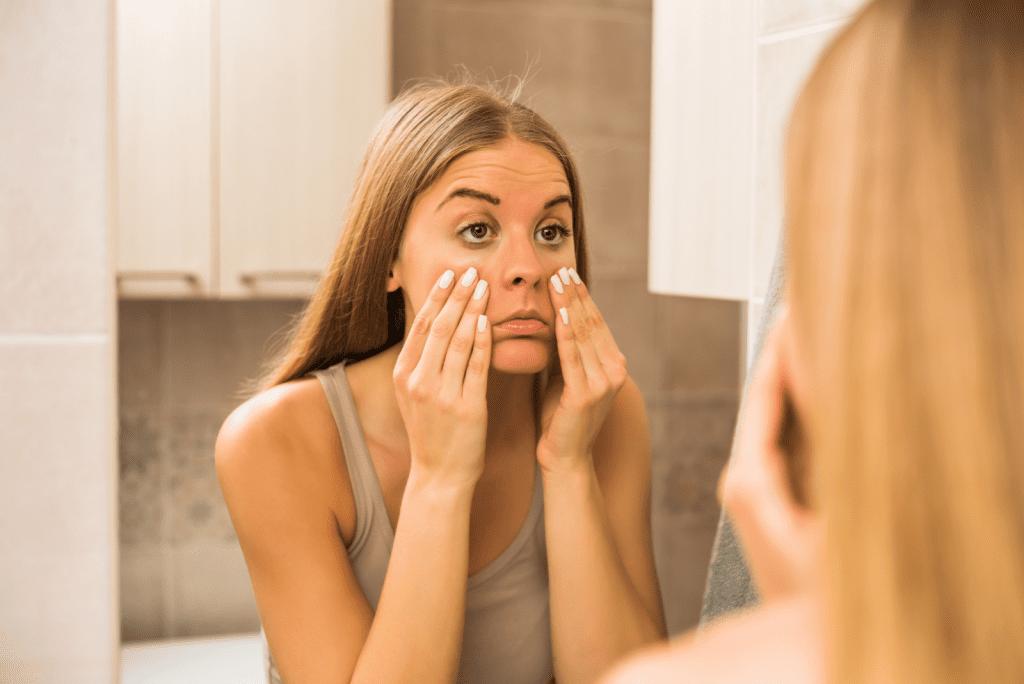 Nieuwe make-uptrend: Donkere kringen onder je ogen
