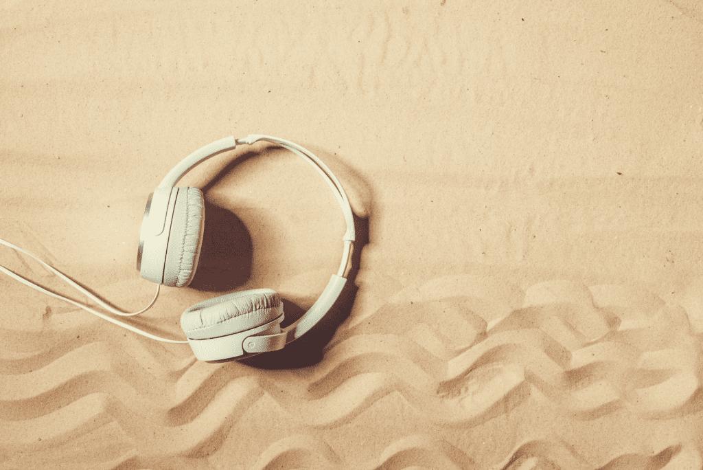 Wil je horen: 5x podcasts voor op (thuis)vakantie
