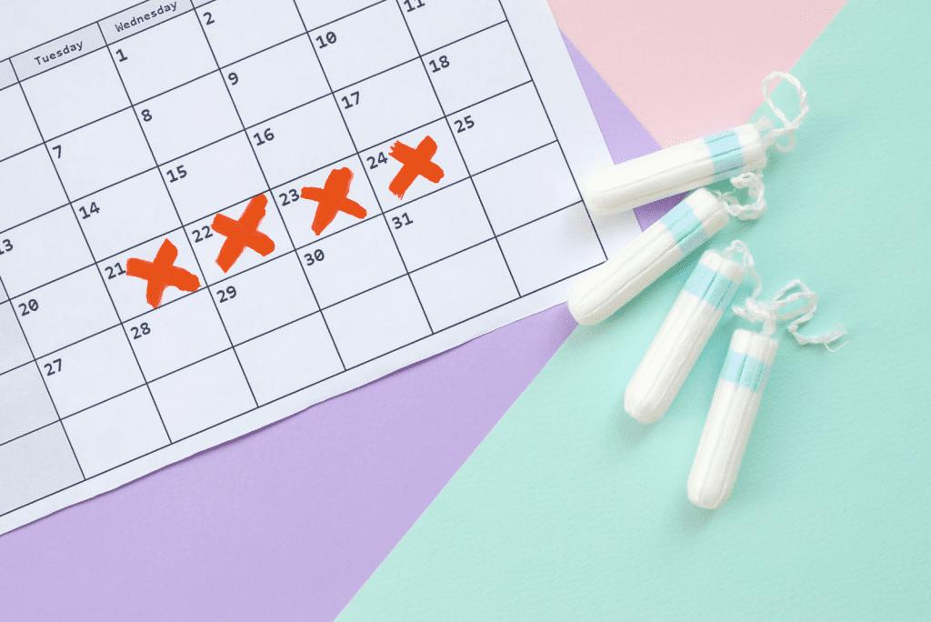 Eerste menstruatie na bevalling stopt niet: Wat is er aan de hand?
